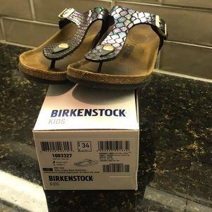 Birkenstock's- Gizeh Kids- Size 34